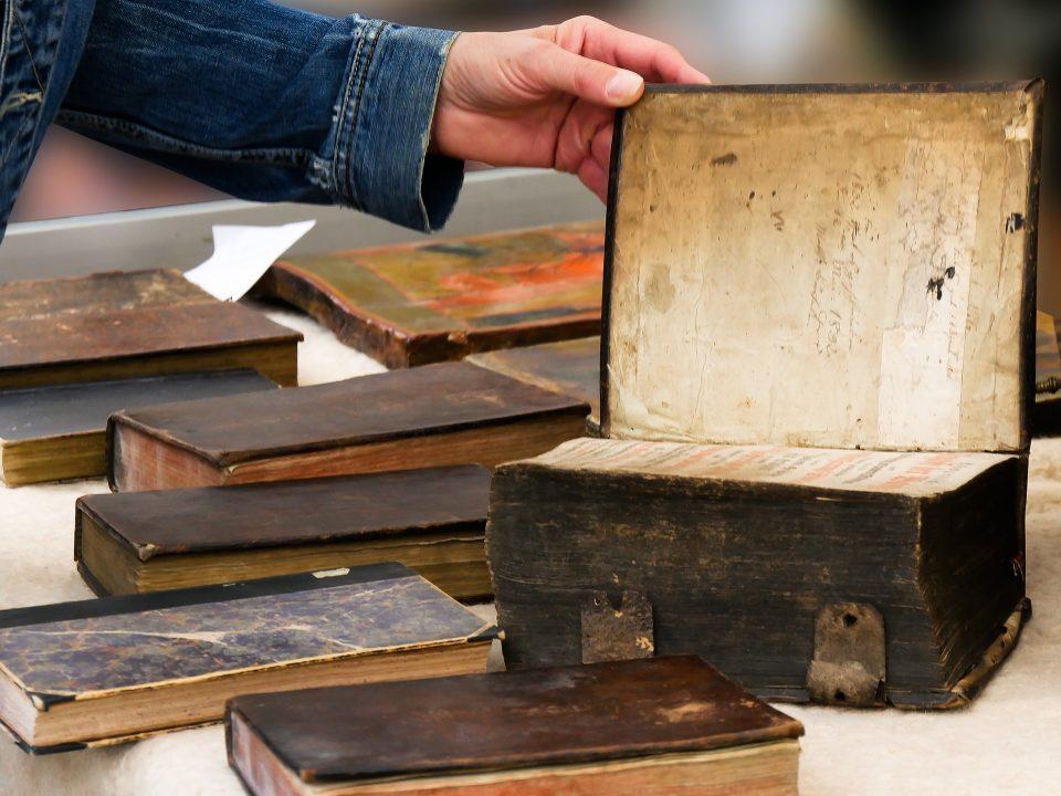 القواعد الستة في تحقيق المخطوطات وصفات محققها