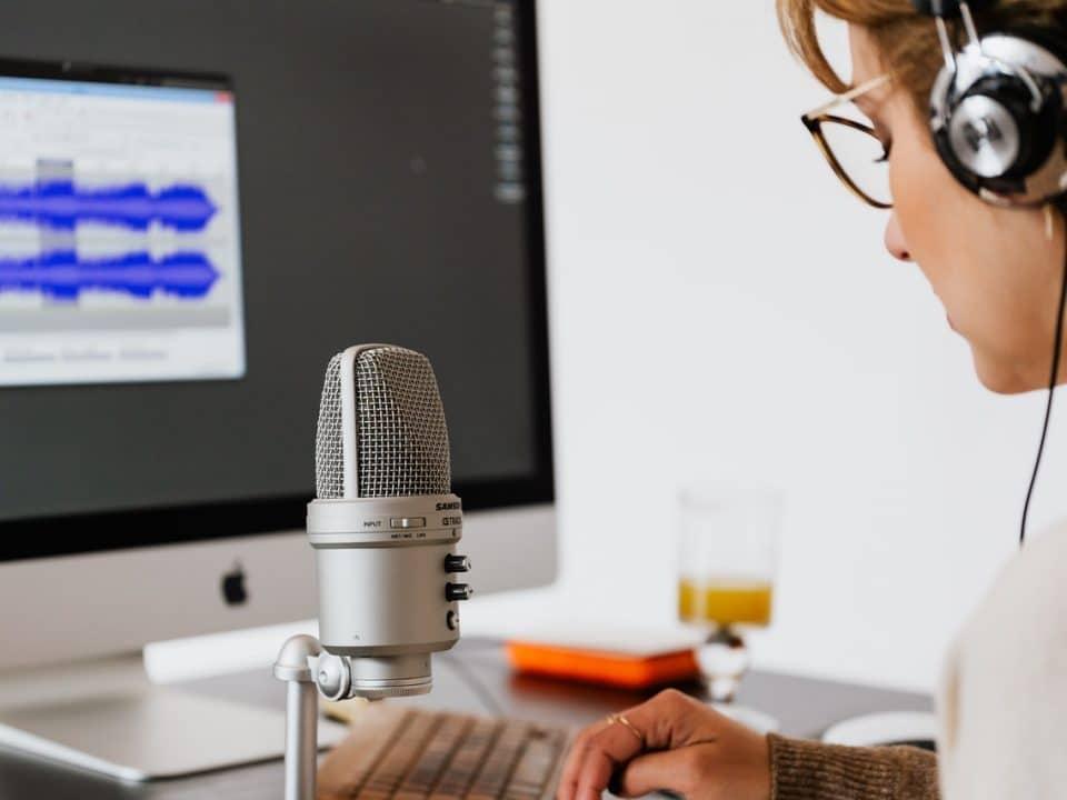 كيف تحصل على المال بالتدوين الصوتي ؟